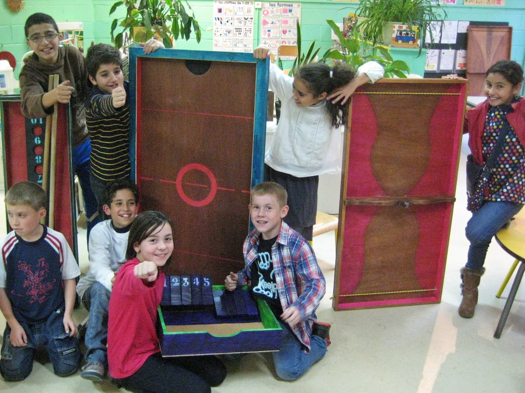 Atelier de fabrication de jeux au centre de loisirs Jacques Brel à Liévin