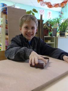 Atelier de fabrication de jeux - Ponçage des pièces